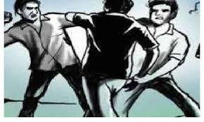 indore, Addicts attacked, two policemen ,with a knife