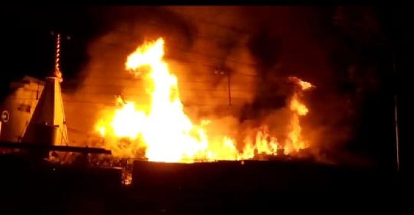 jabalpur, Fire in shops, after short circuit , transformer, efforts continue