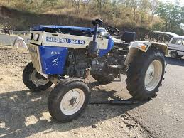 Khargone, Driver dies ,uncontrolled tractor ,overturning,Jam Ghat