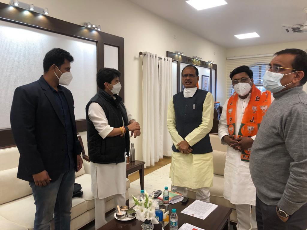 bhopal, Former Congress MLA, Ajay Chaure ,joins BJP, Chief Minister, gives membership