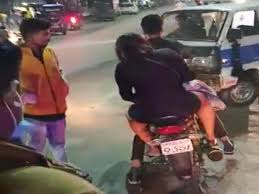 Indore:,Drunken girl ,commits street commotion, video goes viral