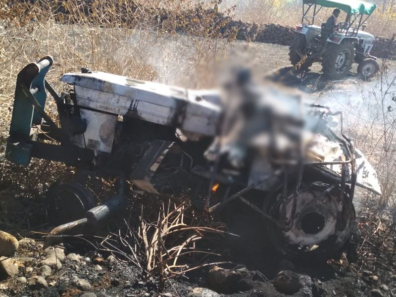 dindori,Fire breaks out, after tractor overturns, two youths, burnt alive, one injured